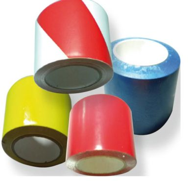 Cinta balizamiento no fotoluminiscente adhesiva